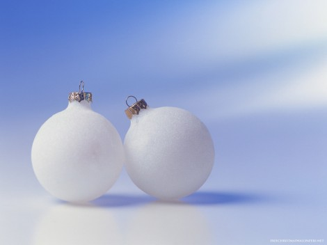 2-White-Christmas-Ornaments-344427