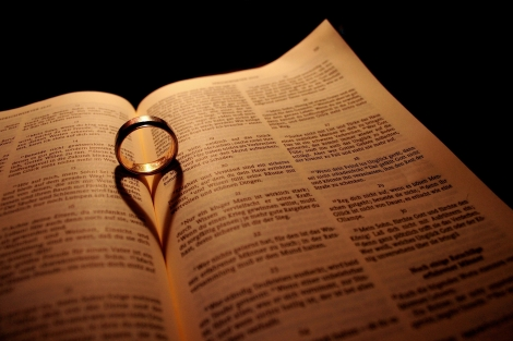 bibel_ring_herz_schatten_buch