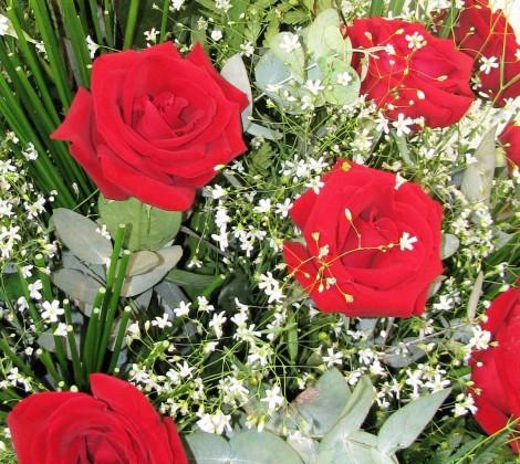 c_pia_de_aparador_de_rosas_vermelhas_para_buffet_foto_105