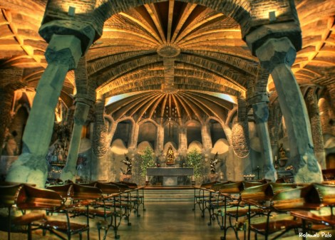 F gaudi guell-crypt