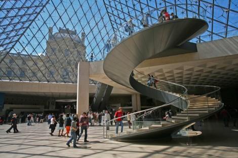 Musee-du-Louvre-Entrance
