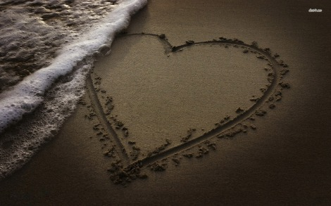 11863-drawn-heart-in-the-sand-1680x1050-photography-wallpaper