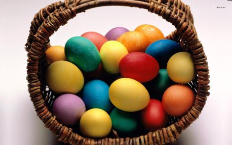 5331-basket-of-easter-eggs-1680x1050-holiday-wallpaper