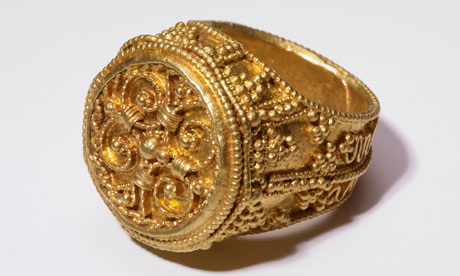 A-Gold-ring-from-the-West-007